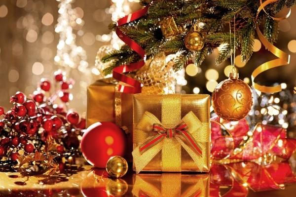 weihnachtsbeleuchtung glaenzende oberflechen lichtreflex