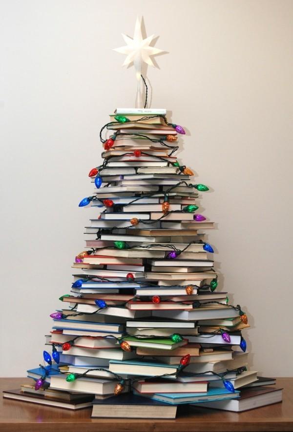 weihnachtsdeko basteln christbaum bücher lichterketten
