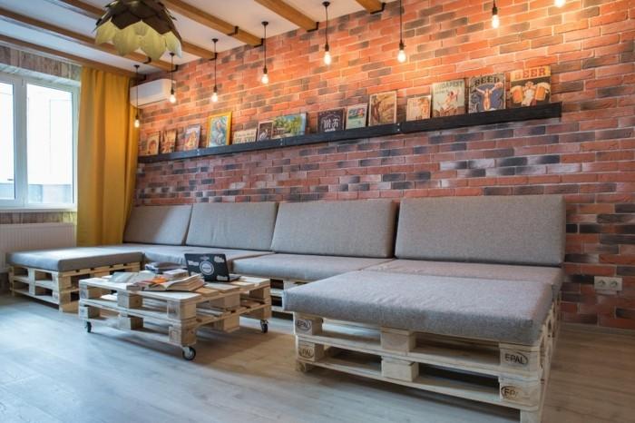 wohnzimmer lampe industrieller stil ziegelwand palettenmöbel