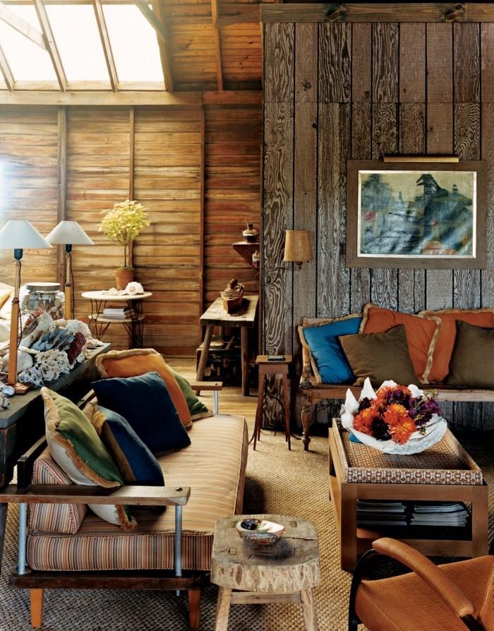wohnzimmer mit ristikaler wand gemuetlicher wohnbereich