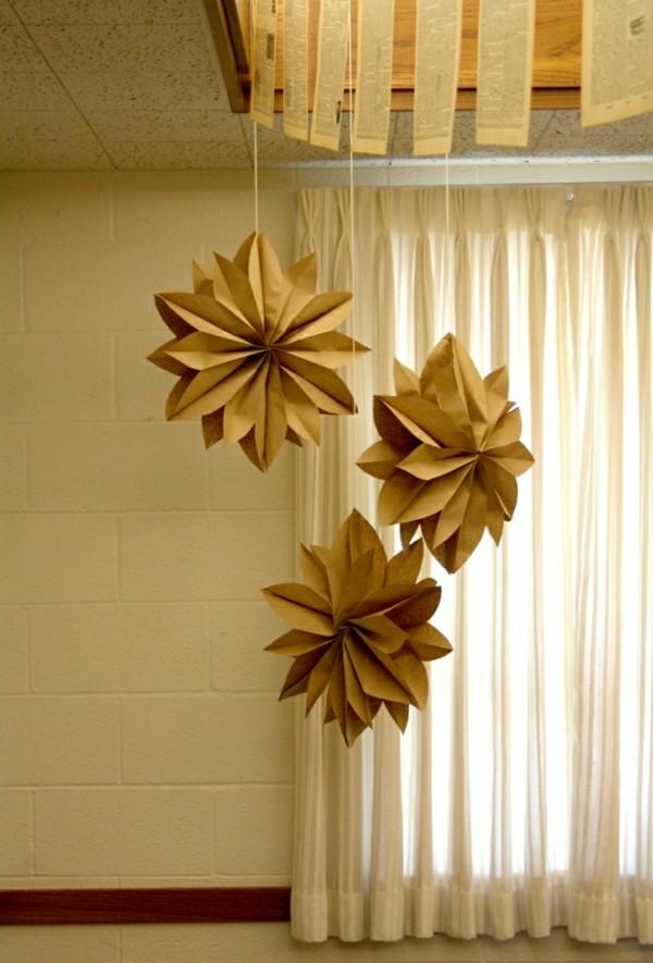 Überdimensionierte Origami Sterne in Gold
