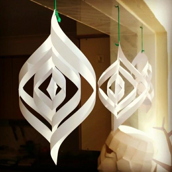 Überdimensionierte Weihnachtsdekoration Weihnachtsbasteln aus Papier