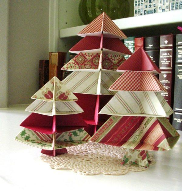 Aus Geschenkpapier Tannenbäume selber machen basteln mit Papier
