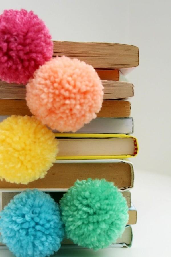 Bücher mit Pompons