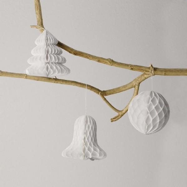 Basteln aus Papier in weiß für den Schmuck vom Tannenbaum