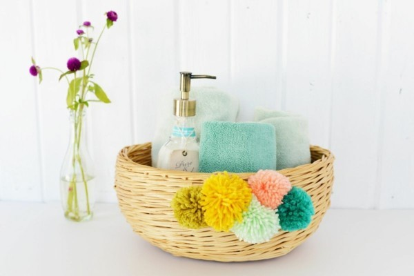Bathroom-DIY-Pom-Pom-Basket