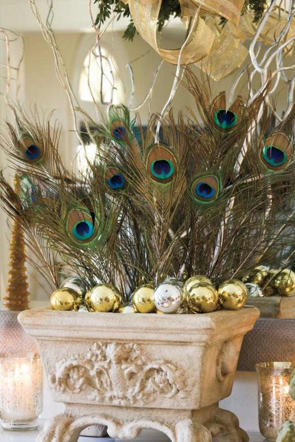 DIY Weihnachtsdeko mit Tannenbaum- weiden uns Federn