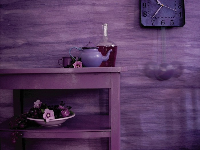 Die Farbe Lila ausgefallene wandfarbe beistelltisch schöne wanduhr