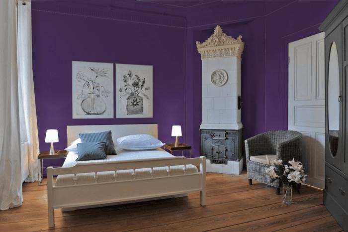 Die Farbe Lila dunkellila wände dielenboden holz