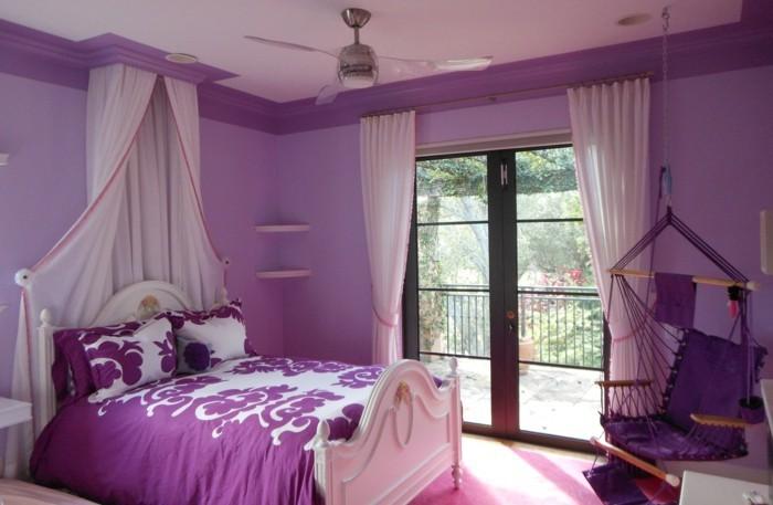 Die Farbe Lila jugendzimmer schaukelstuhl helle gardinen