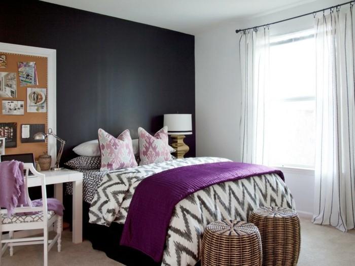 Die Farbe Lila krasse akzente schlafzimmer streifengardinen