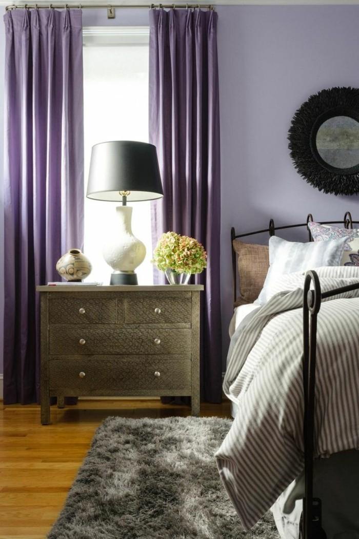 Die Farbe Lila lila gardinen grauer teppich