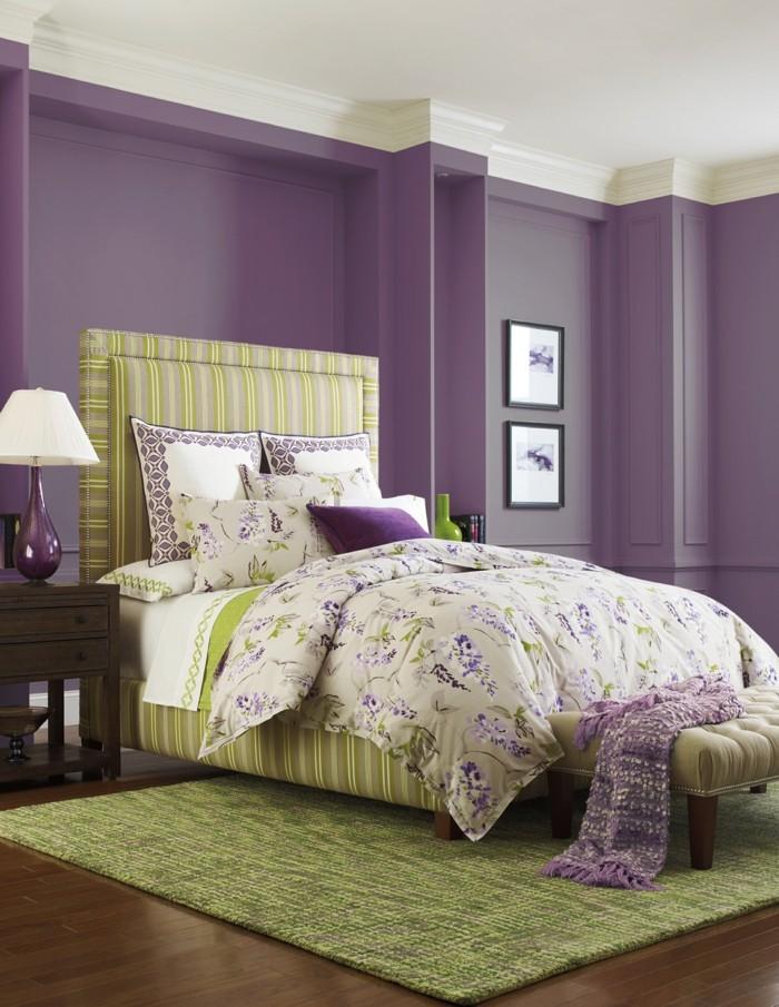 Die Farbe Lila schlafzimmer grüner teppich frische bettwäsche