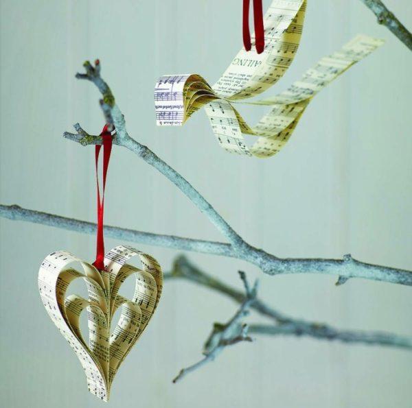 Figuren aus Zeitungen Weihnachten basteln mit Papier