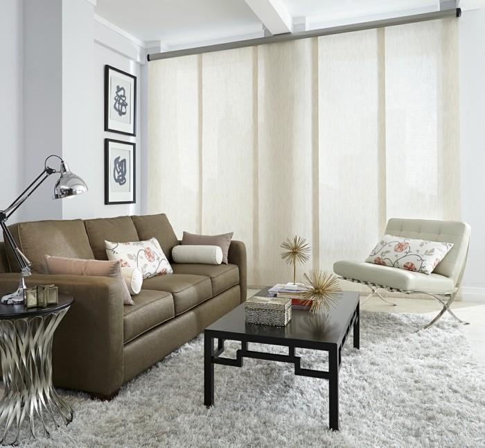Flächenvorhänge kleines wohnzimmer ledersofa helle wände