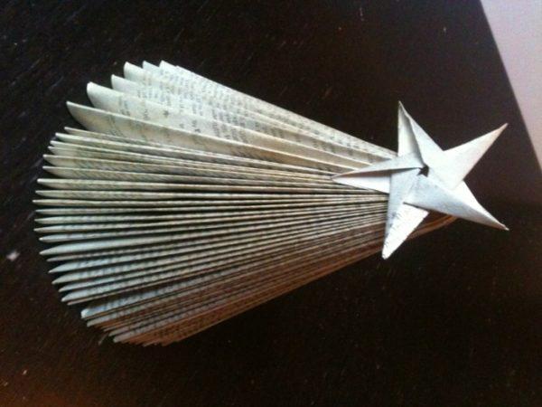 Fliegender Stern aus Zeitungspapier selber machen