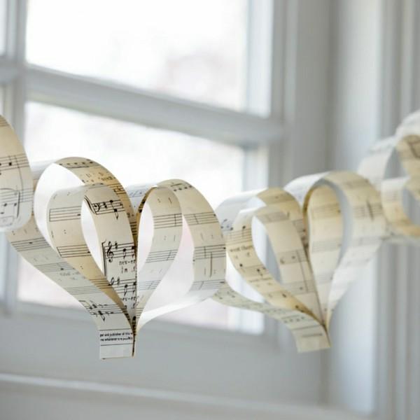 Herz aus Musik Papier basteln