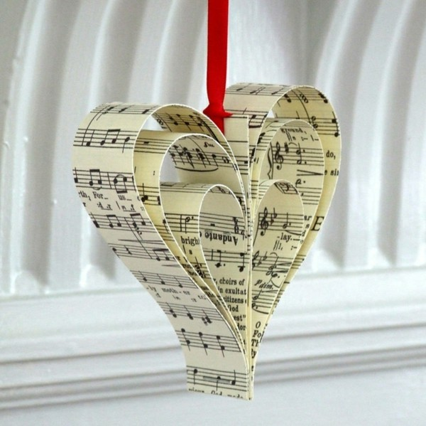 Herz aus Musik Papier selber machen Weihnachtsdekoration
