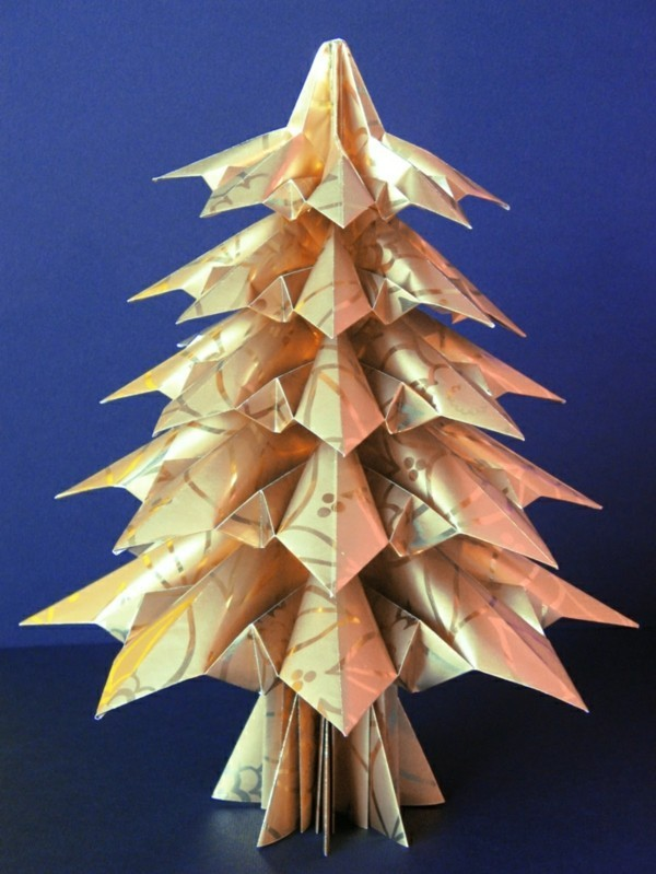 Kleiner Origami Tannenbaum Weihnachtsbasteln mit Papier