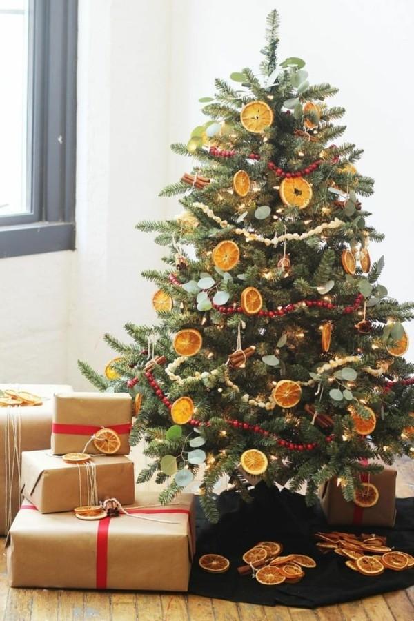 Ländliche Weihnachtsdeko mit Orangenscheiben