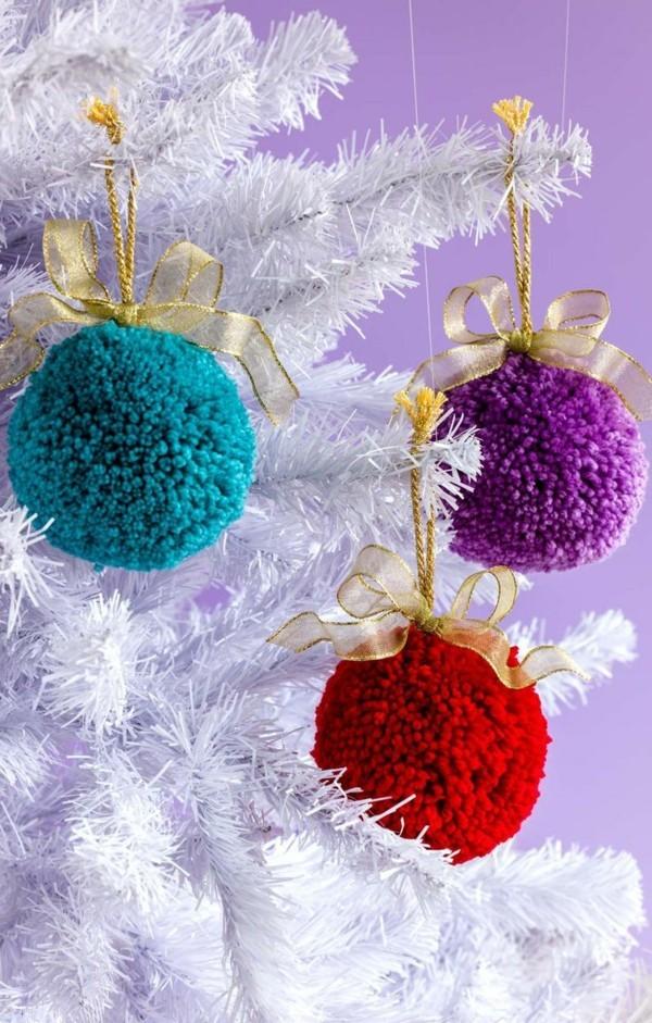 Riesige Pompons für Weihnachten