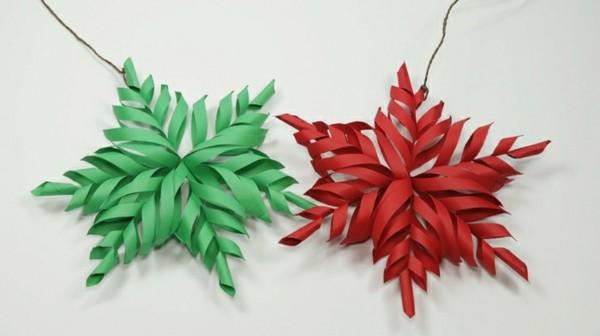 Rote und grüne Weihnachtssterne selber machen Weihnachtsdekoration