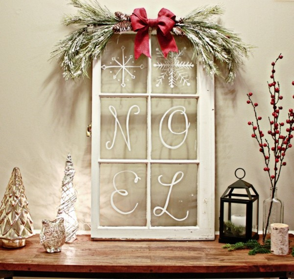 Rustikale Weihnachtsdeko mit Fenster