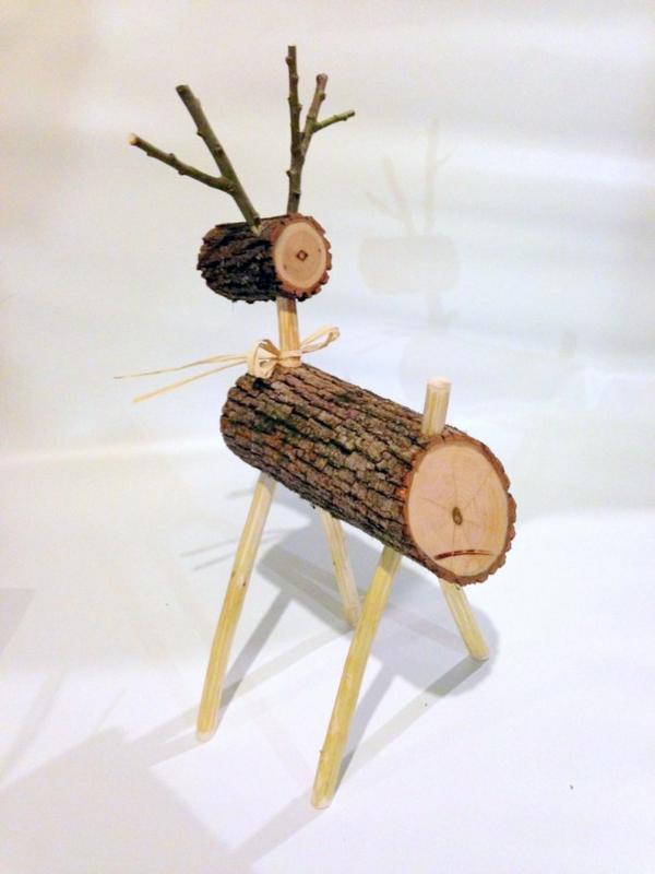Schlichte hirschfigur weihnachtsdeko Holz