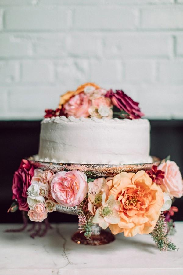 Schlichter selbstgemachter Tortenständer für Hochzeiten
