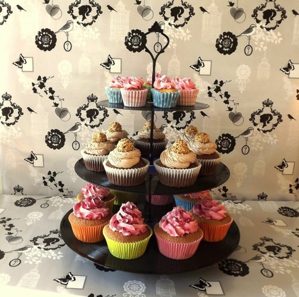 Schwarze Cupcake Etagere selber machen