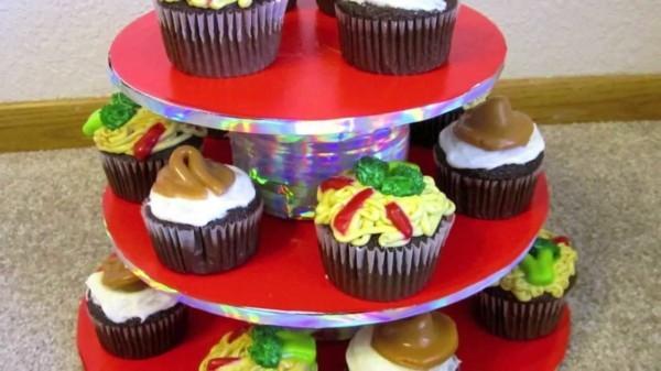 Selbstgemachte cupcake Etagere passend für Alltag