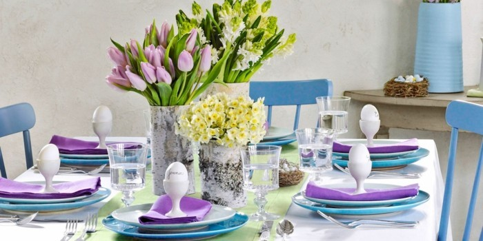 Selbstgemachter Tischset für Ostern mit weißen und lila Farben