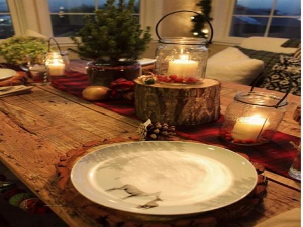 Weihnachtliches Ambiente mit rustikaler Dekoration