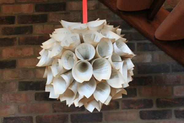 Weihnachtsbasteln mit Papier aus Zeitungen Idee