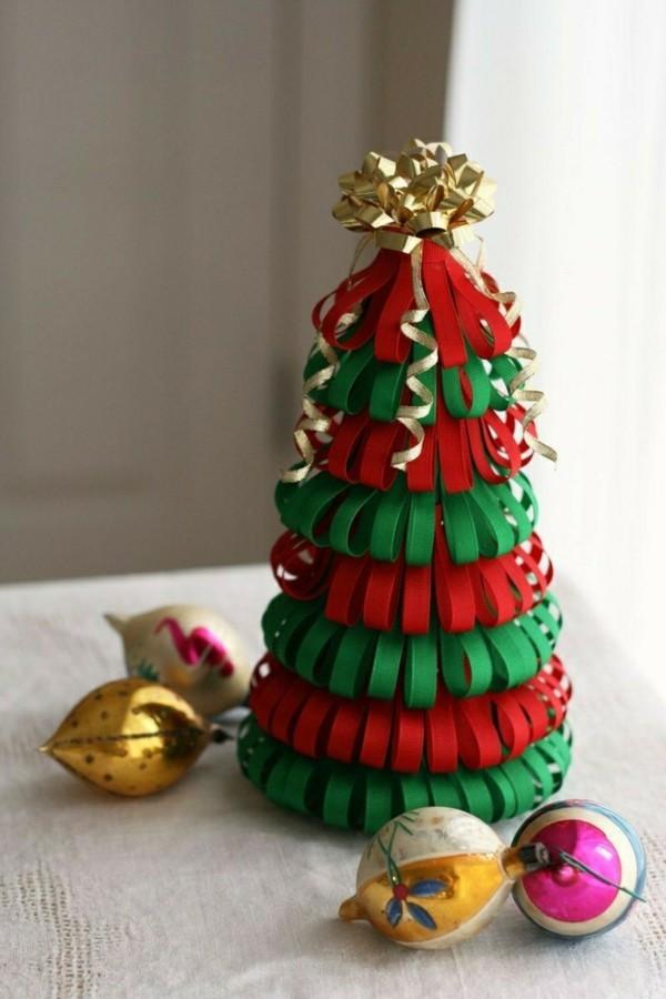 Weihnachtsbaum Figur basteln mit Papier in 3 Farben