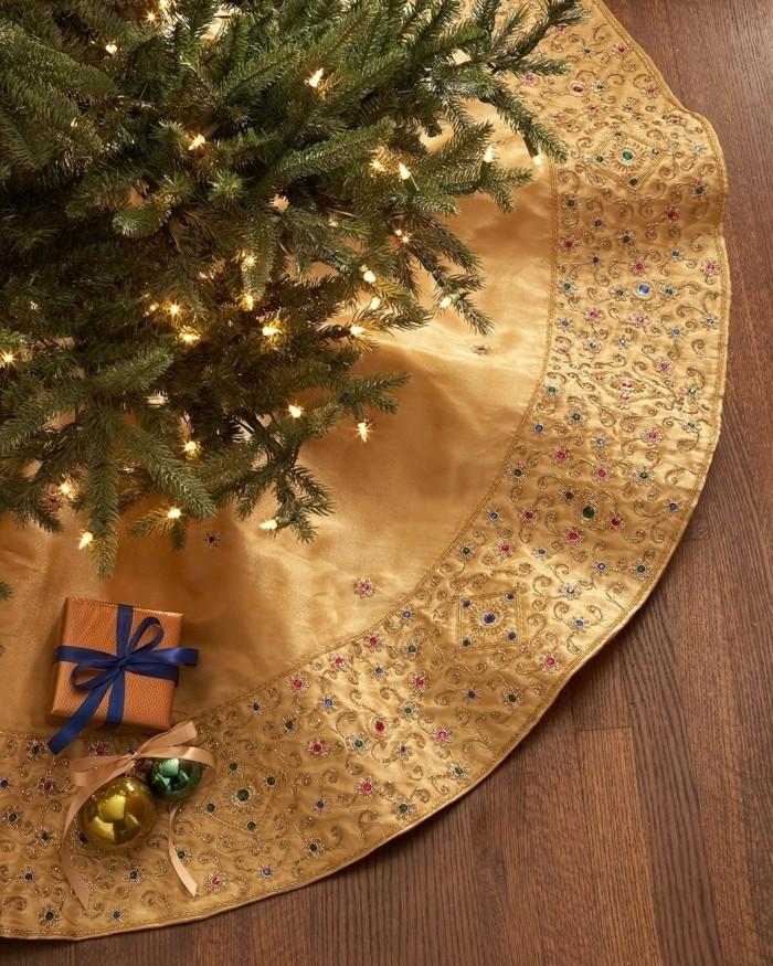 Weihnachtsdeko Ideen mit der Farbe Gold DEcke
