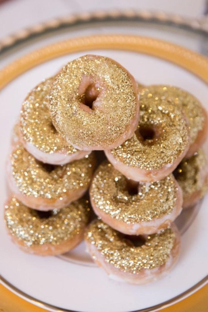 Weihnachtsdeko Ideen mit der Farbe Gold Donuts
