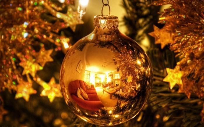 Weihnachtsdeko Ideen mit der Farbe Gold Kugel