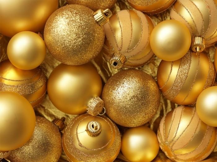 Weihnachtsdeko Ideen mit der Farbe Gold Kugeln