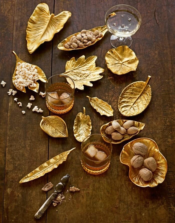 Weihnachtsdeko Ideen mit der Farbe Gold Schalen
