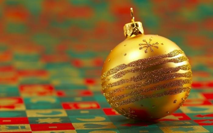 Weihnachtsdeko Ideen mit der Farbe Gold Schmuck