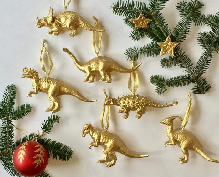 Weihnachtsdeko Ideen mit der Farbe Gold Tannenzapfen Dinosaurier