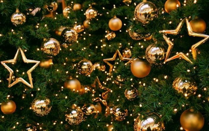 Weihnachtsdeko Ideen mit der Farbe Gold Tannenzapfen Sterne