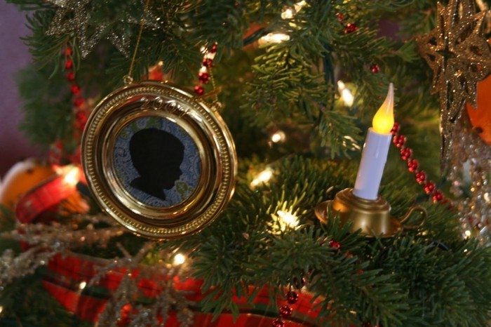 Weihnachtsdeko Ideen mit der Farbe Gold bilderrahmen