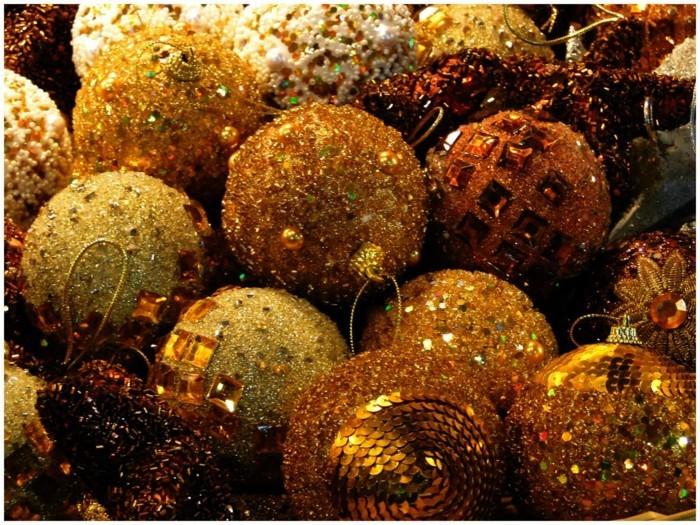 Weihnachtsdeko Ideen mit der Farbe Gold und Glitzer
