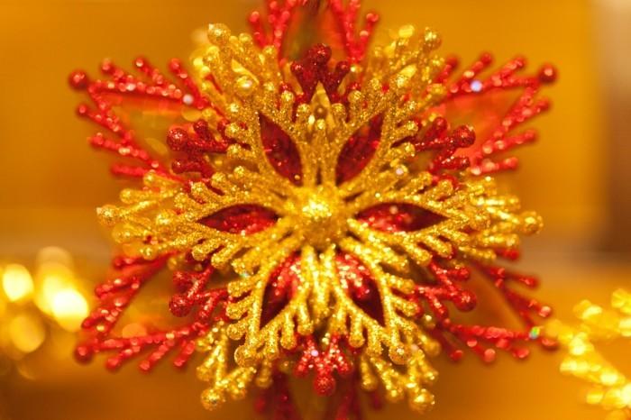 Weihnachtsdeko Ideen mit der Farbe Gold weihnachtsstern rau