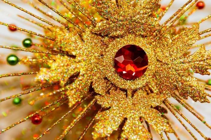 Weihnachtsdeko Ideen mit der Farbe Gold weihnachtsstern spitze