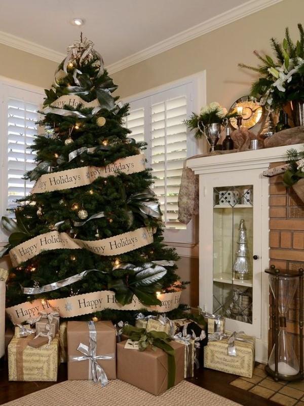 Weihnachtsdeko Landhausstil christbaumschmuck beige kamin