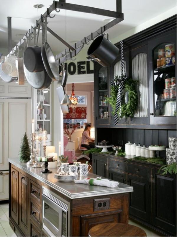 Weihnachtsdeko Landhausstil dunkle küchenschränke frische weihnachtsdekoration