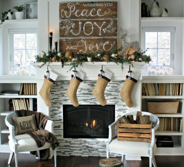 Weihnachtsdeko Landhausstil kaminsims dekorieren weihnachtsstrümpfe